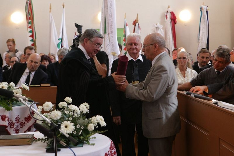 Makkai Sándor díjat kapott Kató Levente tanügyi tanácsos