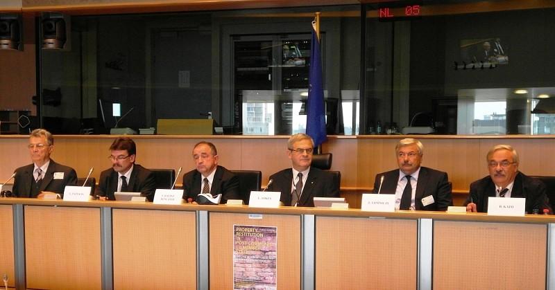 Közmeghallgatás az egyházi ingatlanok visszaszolgáltatásáról az EP-ben