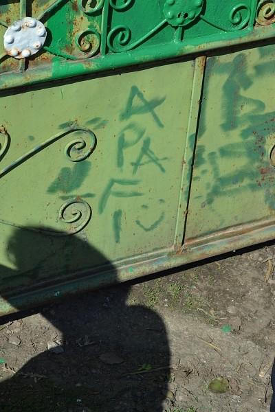 Kerítést festettek Ajtonban az Apafi Mihály Református Kollégium bentlakói