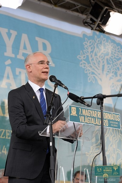 Kálvin-szobrot avattak Sepsiszentgyörgyön, a 7. Református Magyar Világtalálkozón