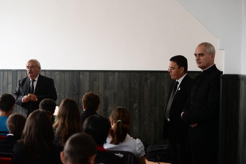 A református szakiskola diákjaival találkozott Kató Béla püspök
