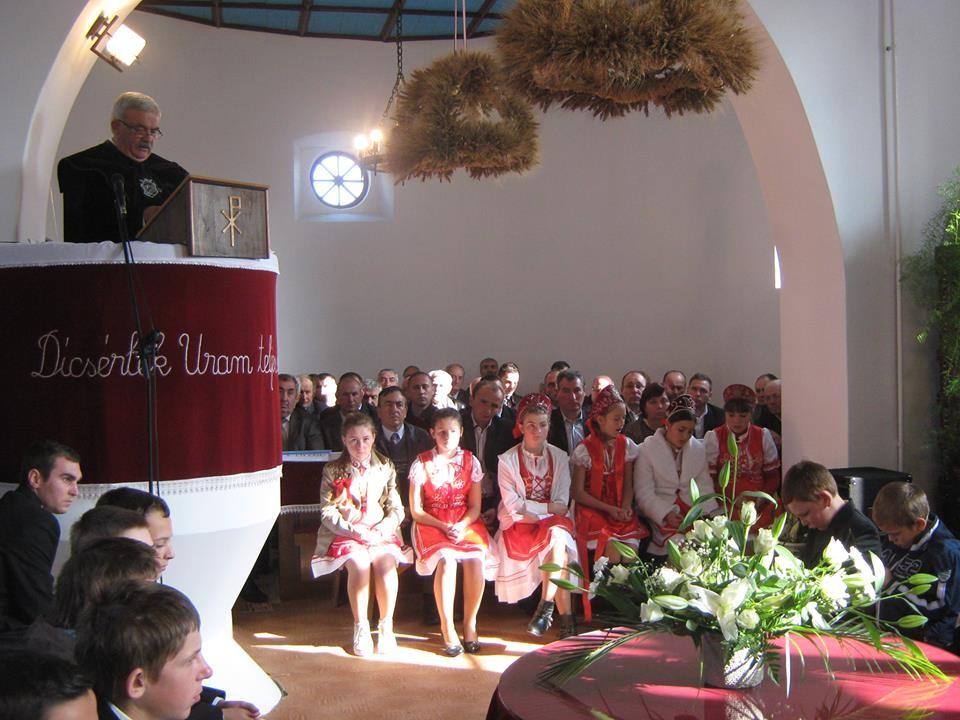Templomot avattak Újősben