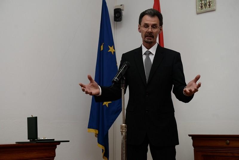 A Magyar Érdemrend tisztikeresztjével tüntették ki dr. Adorjáni Zoltán teológiai tanárt