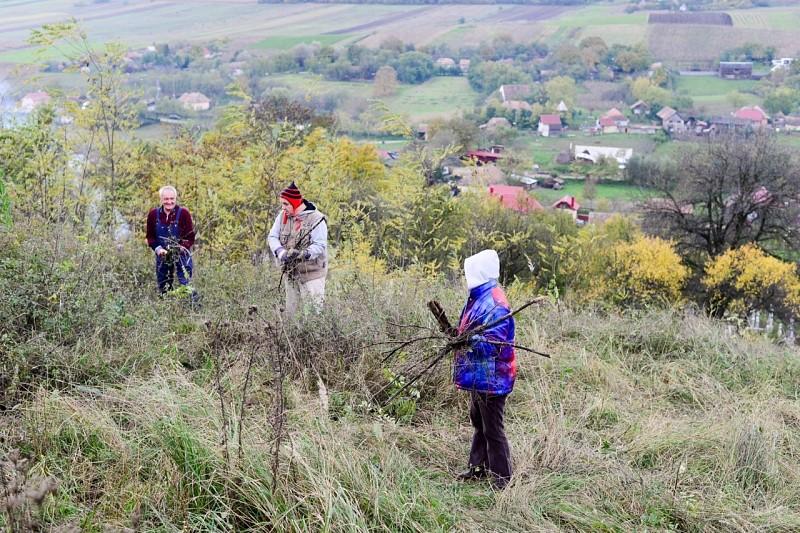 Mezőségi elhagyatott templomokat, temetőket takarítottak a reformátusok