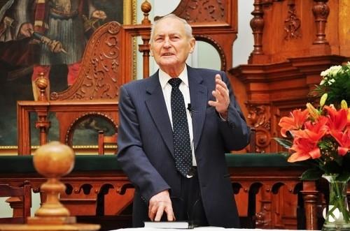 Elhunyt Tőkés István teológiai professzor, az Erdélyi Református Egyházkerület volt püspökhelyettese