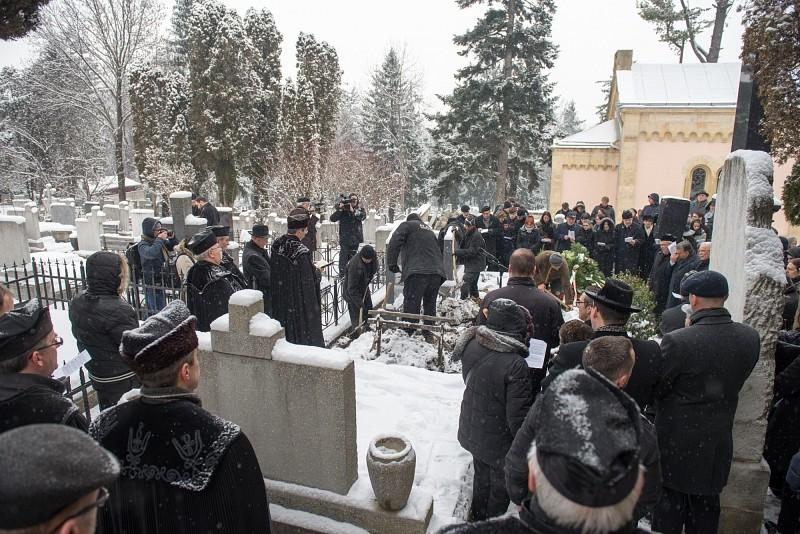 Közel ezren vettek részt Tőkés István temetésén Kolozsváron