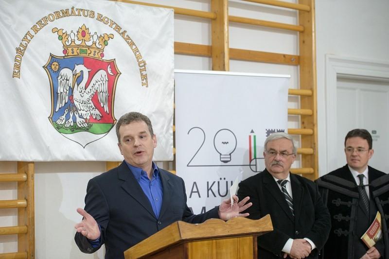 Korszerűen felszerelt asztalosműhely a Kolozsvári Református Kollégiumban