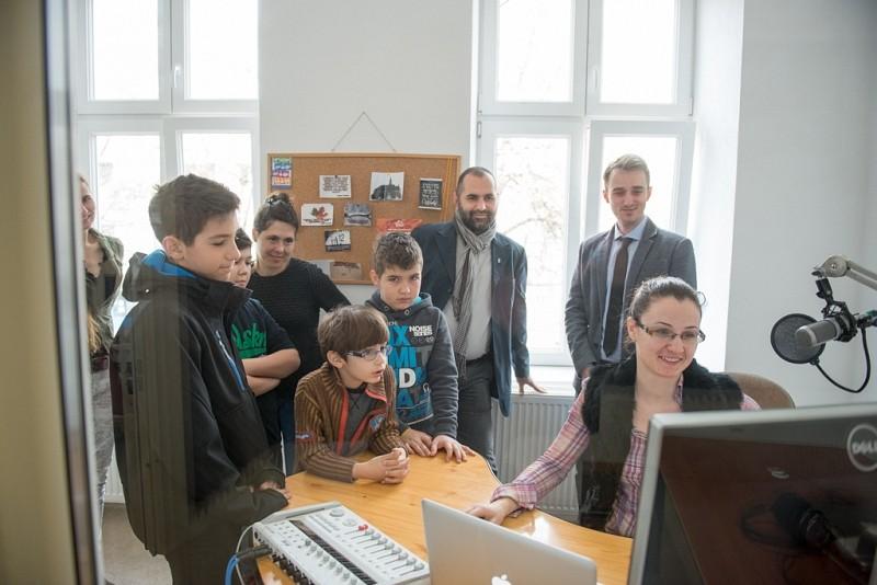 Egész napos online műsort közvetít az Agnus Rádió
