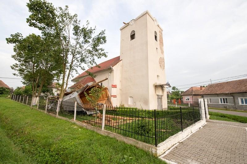 Vihar döntötte le Kutyfalva templomának tornyát