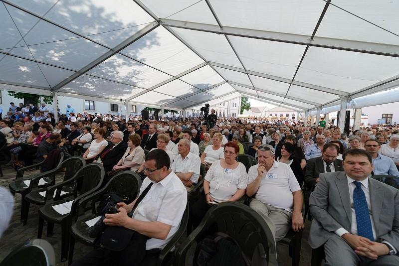 Több ezer hívő vált a vár őrzőjévé a Református Egység Fesztiválon