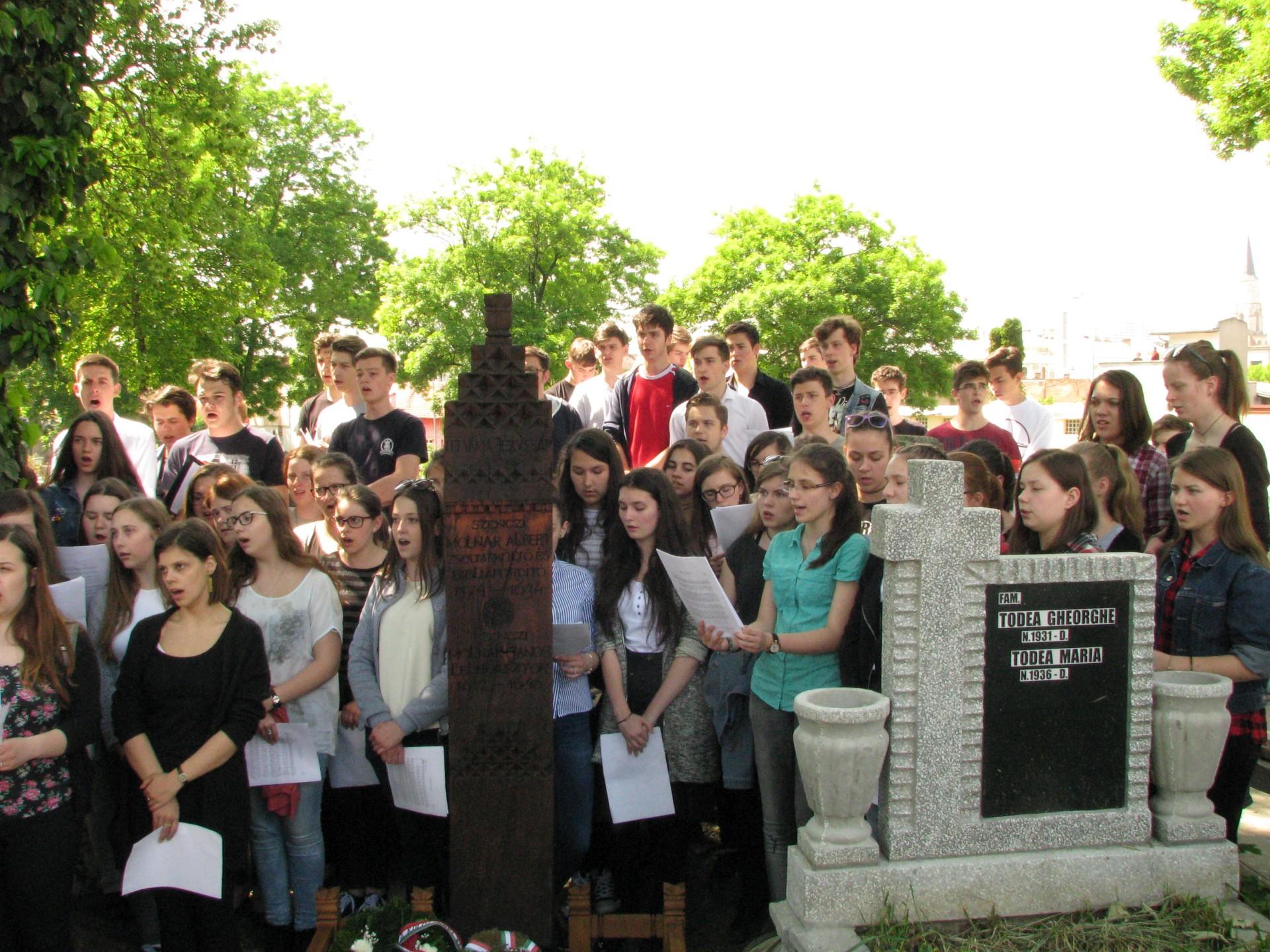 Házsongárd: megújult Szenczi Molnár síremléke