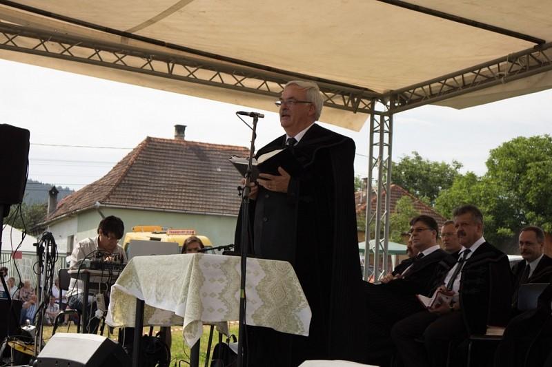 Kálvin-szobrot avattak a kovásznai gyülekezeti napon