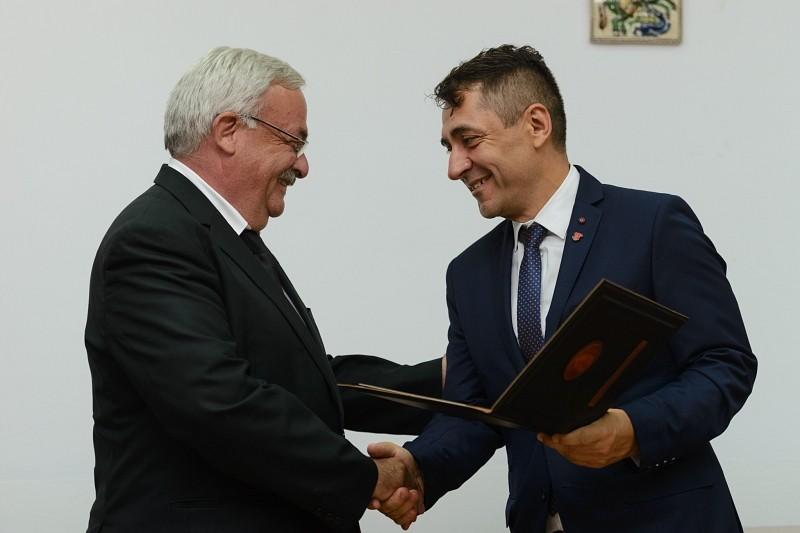 Külhoni Magyarságért Díjat kapott Kató Béla püspök