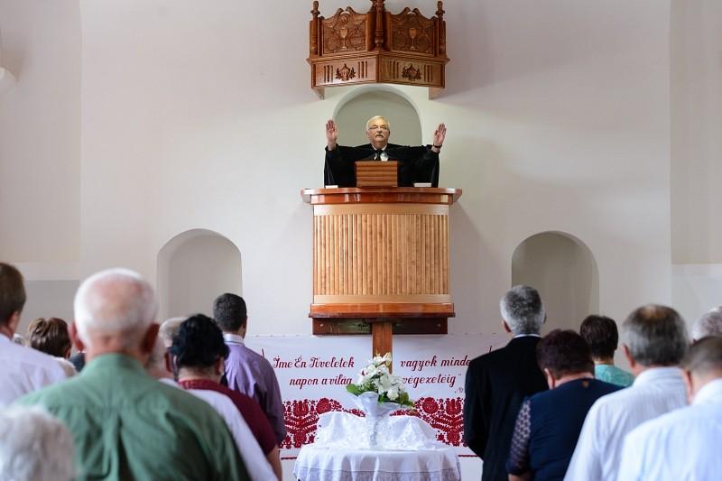 Kevéssel gazdálkodni – megújult a kérői református templom