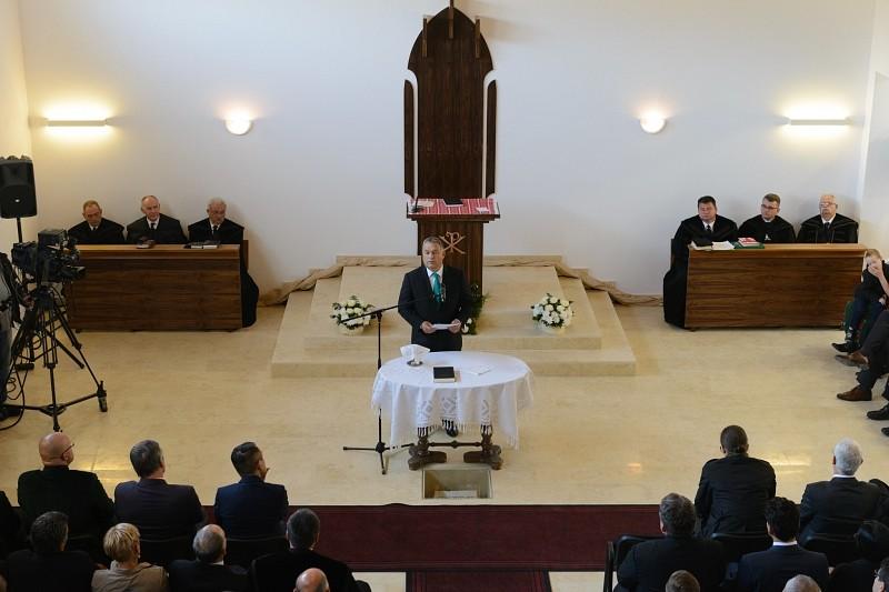 Új református templomot avattak Szászfenesen