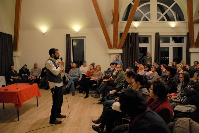Ami a hitből engem érdekel, az a praxis – Röhrig Géza előadása Marosvásárhelyen