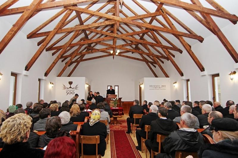 Magyar millenniumi zászlót kapnak Erdély új református templomai