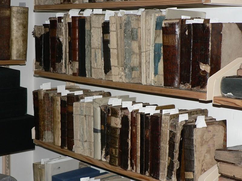 Állományvédelmi munkák a Protestáns Teológiai Intézet könyvtárában