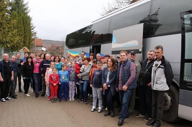 Nagy busszal a keskeny úton – Székelyföldön kirándult a zsoboki gyülekezet