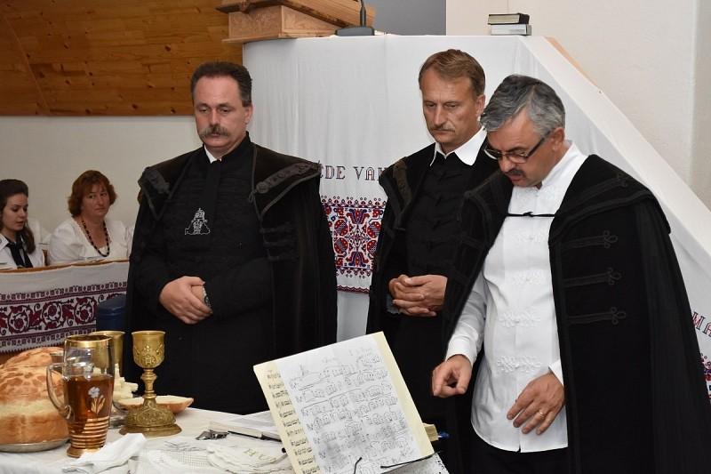 Elszármazott és itthon élő magyaróiak találkozója
