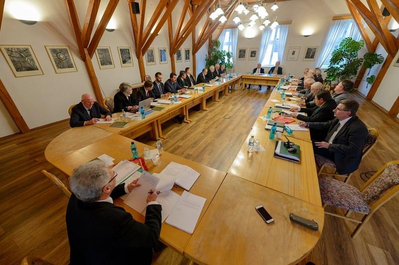 Igazgatótanácsosoknak köszönte meg szolgálatukat Kató Béla püspök