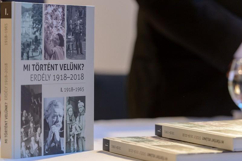 Száz év erdélyi pillanatai kötetbe gyűjtve
