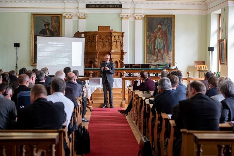 Aktuális kérdések és válaszok az egyház gondjaira
