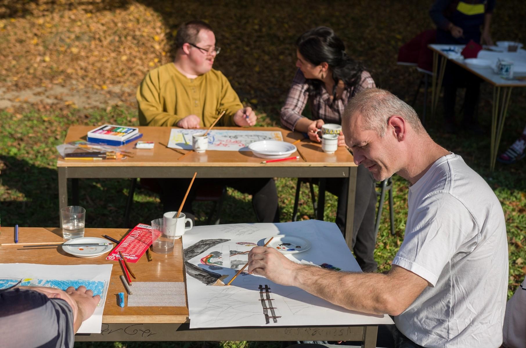 Kilógva a sorból, mégis maradandót alkotva – Outsider Art tábor Sepsikőröspatakon