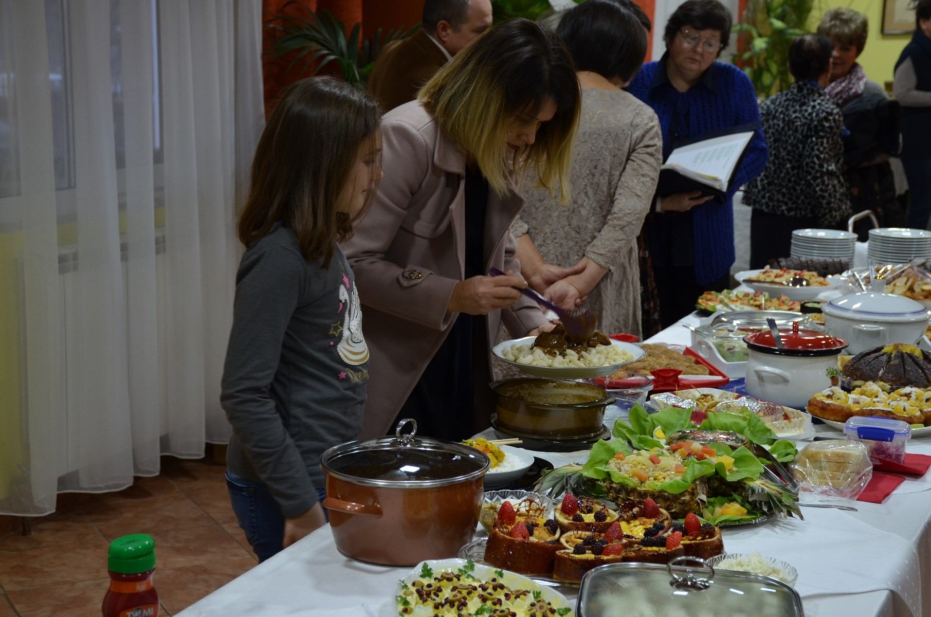 Irodalom, sütemények, zene – adventi hangulatban a gernyeszegi gyülekezet